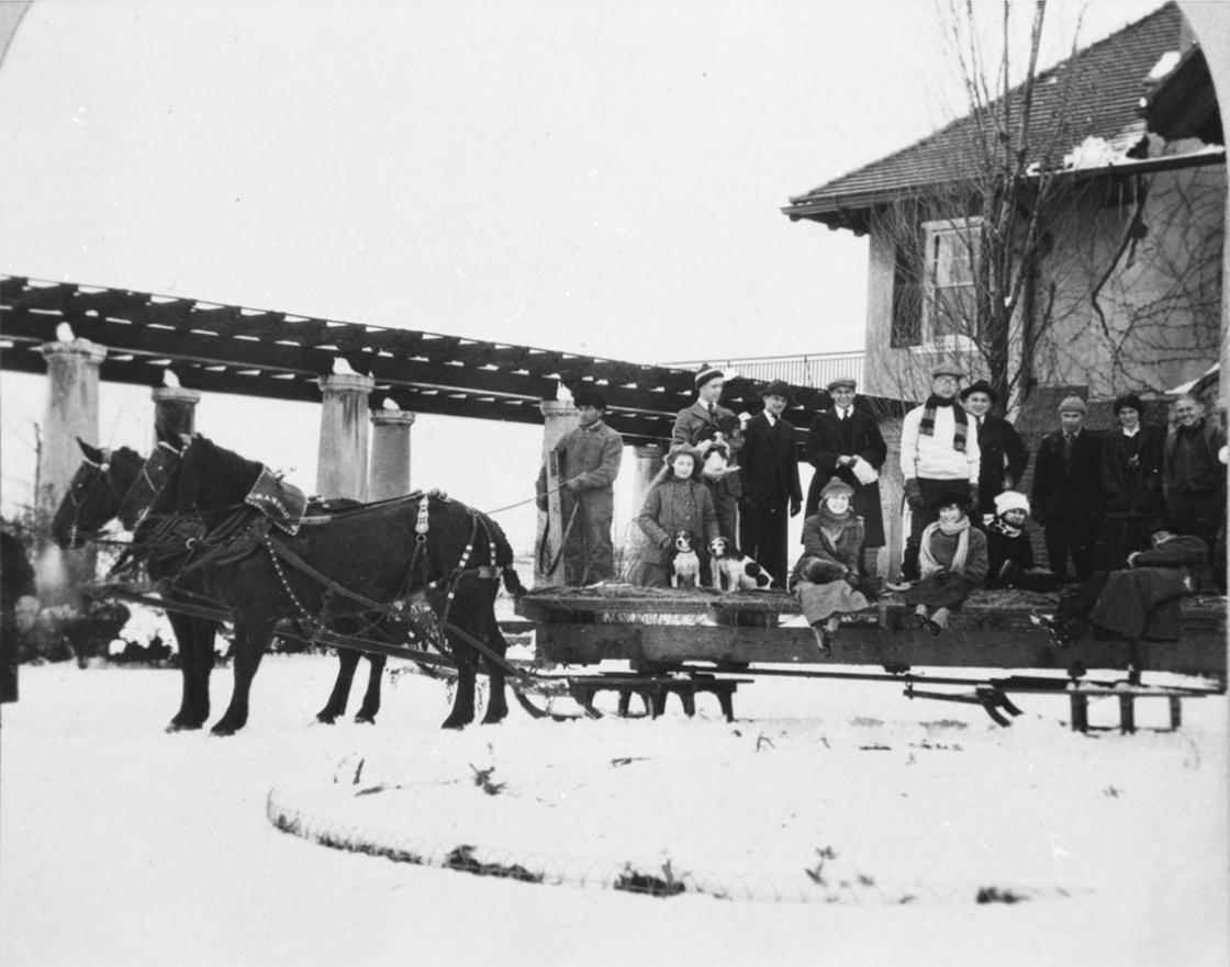 Winter Sleighing Party at Cranbrook House, ca. 1915. Cranbrook Archives, Cranbrook Center for Collections and Research.